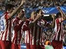 Fotbalist� Atl�tika Madrid se raduj� z g�lu Adri�na v semifin�le Ligy mistr� na...