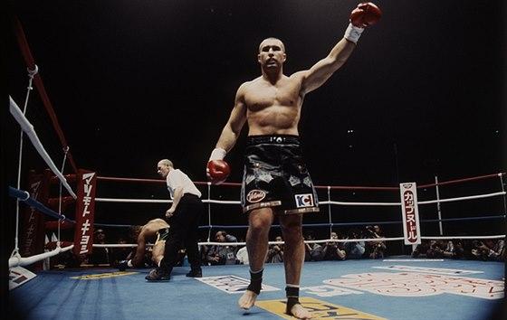 Souboj roku! Zp�v�k Daniel Landa nastoup� v thajsk�m boxu
