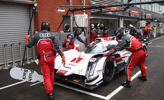 Zastávka v boxech Audi č.1 posádky Kristensen, Duval, di Grassi v závodě WEC ve