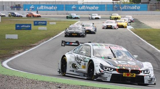 Marco Wittmann na BMW si jede pro první vítězství v DTM v Hockenheimu.