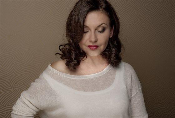 Dana Morávková - make  up & vlasy Monika Navrátilová / styling Martin Gruntorád...