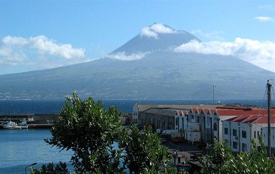 Ostrov Fayal. pohled na vulk�n Pico