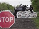 Hlídka ukrajinských bezpečnostních složek u Slavjansku (2. května 2014)