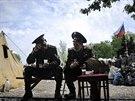 Muži v kozáckých uniformách v táboře proruských separatistů v Doněcku (5....