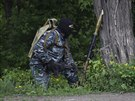 Proruští ozbrojenci u Slavjansku (5. května 2014)