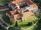 Vypravit se můžete i do benediktinského kláštera v Kladrubech.