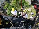 Nad�enci sla�ovali Nuselsk� most na invalidn�m voz�ku. Na sn�mku paralympik...
