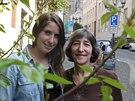 Dcera Hany Dubové Američanka Janet Seckel-Cerrotti (vpravo) a její dcera...