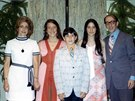Hana Dubová (vlevo)  v USA s manželem, dcerami Janet a Ninou a synem Peterem....