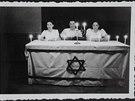 Hana (zcela vpravo) s kamarády v Dánsku při oslavě židovského svátku v...