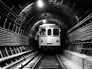 Jeden z propagačních snímků vozu Ečs v tunelu tratě I.C, zde ještě bez...