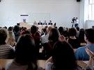 Na přednášku profesora Andreja Zubova bylo plno (9. května 2014).