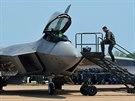 Nejvýkonnější stíhací stroj současnosti - F-22 Raptor na letecké show na základně Barksdale v Louisianě