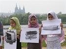 Muslimov� se rozhodli na protest proti policejn�mu z�sahu v Isl�msk� nadaci v...