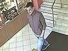 Lupiče, který ukradl zlato za 80 tisíc, zachytily bezpečnostní kamery. (11....