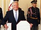 Německý prezident Joachim Gauck si během návštěvy České republiky navzájem...