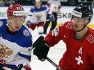 DEJ SEM TEN PUK! Jevgenij Kuzněcovv (vlevo) se snaží obrat o puk hvězdu...