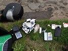 Motocyklista chtěl uprchnout policistům přes řeku. Speciální motocyklový oděv...