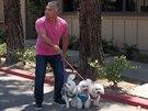Během seriálu Cesar zachraňuje si Cesara Millana nezvou domů majitelé psů, ale...