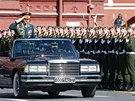 Po Rudém náměstí se projel ministr obrany Sergej Šojgu. (9. května 2014)
