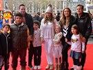 Katie Price se svou rodinou a manželi Pountneyovými a jejich dcerou