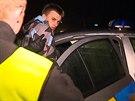 Policist� dopadli zfetovan�ho �idi�e, kter� srazil policistku.