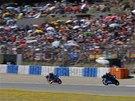 Romano Fenati vede na okruhu v Jerezu závod Moto3.