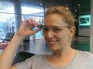 Moderátorka Martina Hřebíková z Óčka měla z Google Glass radost, a to ještě ani nevyzkoušela přehrávání hudby na přání.