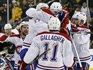 Hokejisté Montrealu se radují z vítězného gólu  P.K. Subbana.