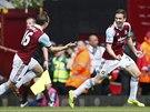 Stewart Downing (vpravo) z West Hamu euforicky slaví trefu proti Tottenhamu.