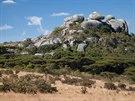 Zimbabwe se rozkládá z převážné většiny na náhorní plošině, skalnaté pahorky...