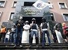 Obsazená prokuratura v Doněcku. Proruští demonstranti si rozebrali výzbroj...