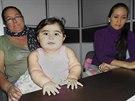 Isabel Caicedo s matkou a babičkou (duben 2014)