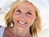 Chr�nit vlasy proti UV z��en� je d�le�it�: a� u� kloboukem, nebo speci�ln�m...