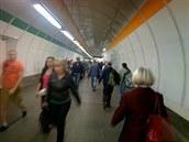V metru jsem si vysloužil mnoho pohledů. Nenápadné focení je jednou z...