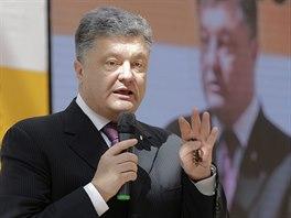 Petro Porošenko přednáší na diskusním fóru o vztazích Ukrajiny a Ruska (25. dubna 2014).