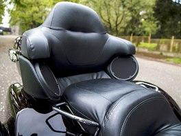 Harley-Davidson Triglide. Na zadní sedačku se spolujezdkyně pohrnou, mají tu i...