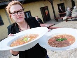 Po vleklých potížích s konkurzem a více než roce mimo provoz začala 1. května znovu fungovat restaurace na bývalé Farmě Bolka Polívky v Olšanech na Vyškovsku. Provozuje ji hoteliér František Dvořák.