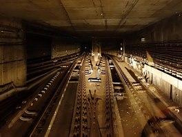 Odbočka na linku B. Soustavou propojovacích tunelů se souprava může dostat z...