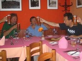 Colours of Ostrava 2006: Robert Plant se svými spoluhráči v hospodě