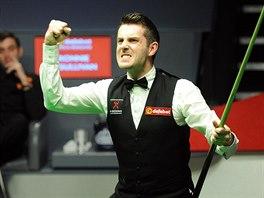 Mark Selby se raduje z titulu mistra světa ve snookeru.