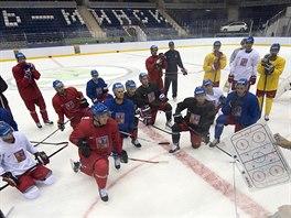 Čeští hokejoví reprezentanti  na prvním tréninku v hale v Minsku.