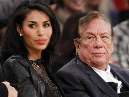 Donald Sterling, majitel basketbalových La Clippers, a jeho partnerka V.