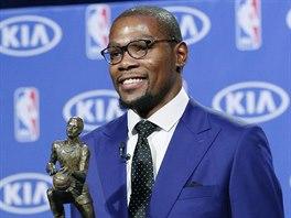 Kevin Durant z Oklahoma City Thunder je nejužitečnějším hráčem základní části...