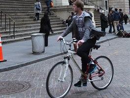 Cyklistika je v New Yorku na vzestupu, ka�d� rok p�ib�vaj� nov� cyklostezky i