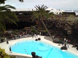 Lanzarote, baz�n u jeskyn� Cueva de los Verdes
