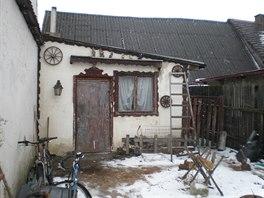 K domu byla p�ilepena p��stavba, kde bydleli dal�� n�jemn�ci.