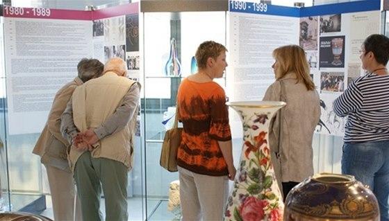 Výstava, mapující sto dvacet let dlouhou historii Sklářského muzea v Novém