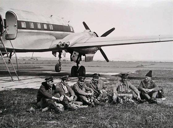 Avia 14FG s posádkou v Hradci Králové.