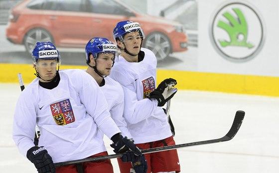 Ondřej Vitásek, Vladimír Sobotka a Tomáš Hertl (zleva) na tréninku české